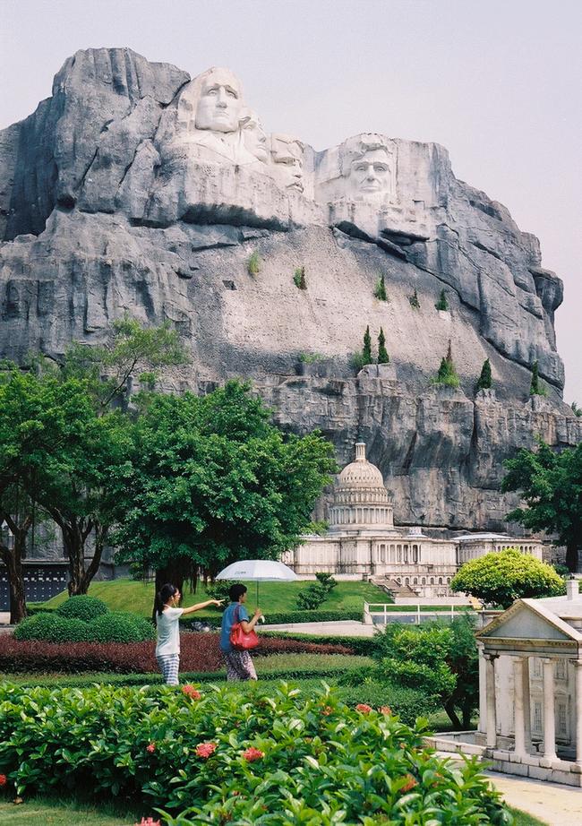 Mount Rushmore - Keystone, South Dakota / The Capitol Building, Washington D.C.