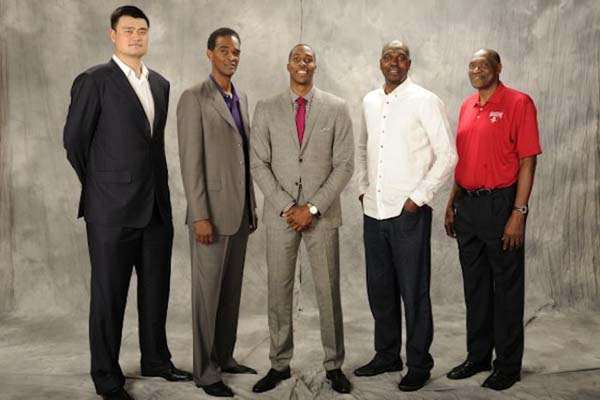 5.) Basketball legends looked tiny. FYI, the one in the middle is 6'10""
