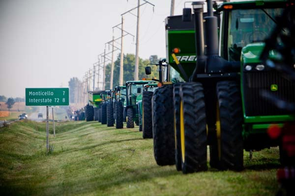 The sheer mass of steel began attracting attention throughout the morning as dozens of farmers moved tractors, trucks, spreaders and combines neatly along the roadside.