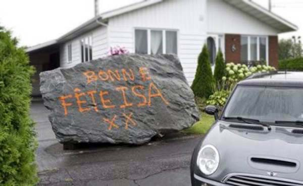 """3.) For her birthday, this ex-wife received a 20 ton boulder with the message """"Happy birthday, Isa XX"""" written on it. Her mayor ex-husband is pretty creative."""